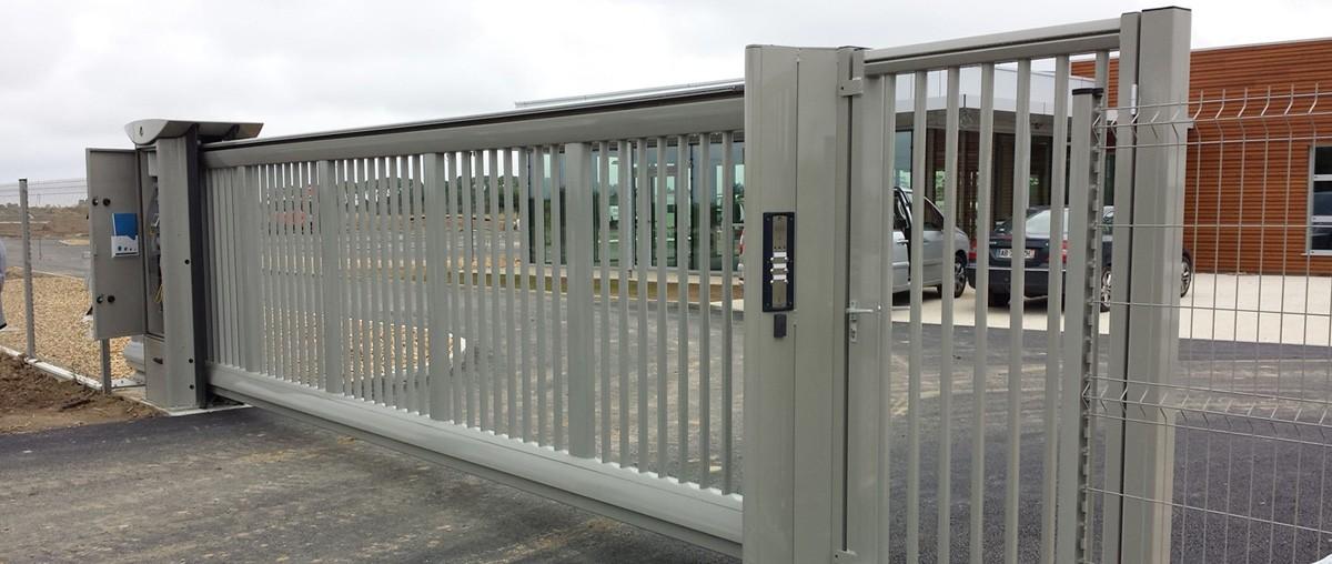 Protezione cancello villa